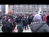 14 ноября, 16:09. В Слониме на новой площади все ждут губернатора,без него не хотят открывать стелу Герб Слонима... программа см
